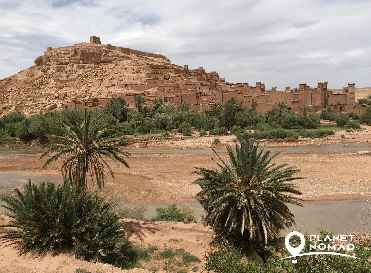 caminho para dormir uma noite no deserto